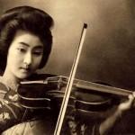Geisha playing violin